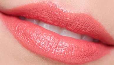 Xăm môi pha lê
