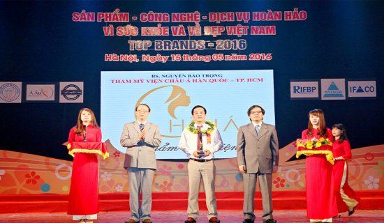 Bác sĩ Trọng nhận giải bàn tay vàng trong phẫu thuật thẩm mỹ
